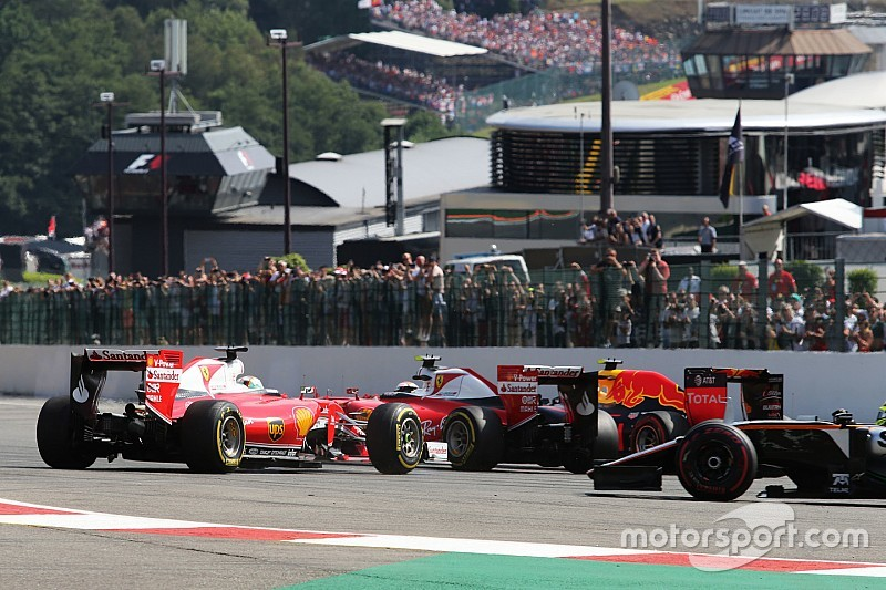 """Vettel kritisiert Verstappen: """"Drei Autos passen nicht in diese Kurve"""""""