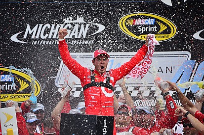 Larson conquista vitória inédita na Sprint Cup em Michigan
