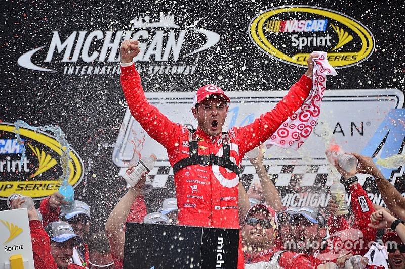 Kyle Larson remporte sa première victoire en Sprint Cup