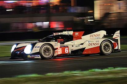 Le Mans 24 Jam: Malam datang, Toyota pimpin balapan