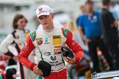 Mick Schumacher-parádé és győzelem a Nürburgringen az első versenyen