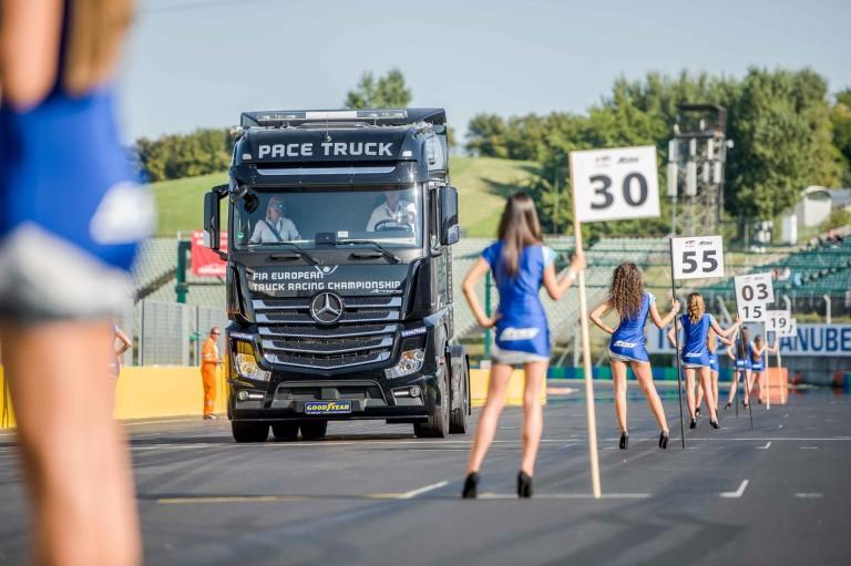 Óriási buli, izgalmas futamok: 32 ezren voltak kint a Kamion EB és Fesztiválon