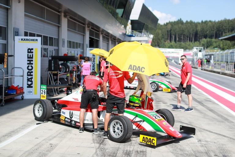 Mick Schumacher élete versenyét futotta az F4-ben: a 33.helyről indult és 11. lett!