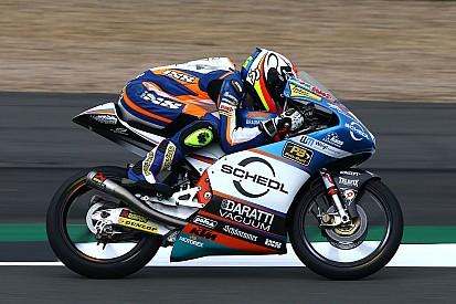 Oettl het snelst in droge maar verraderlijke warm-up Britse GP