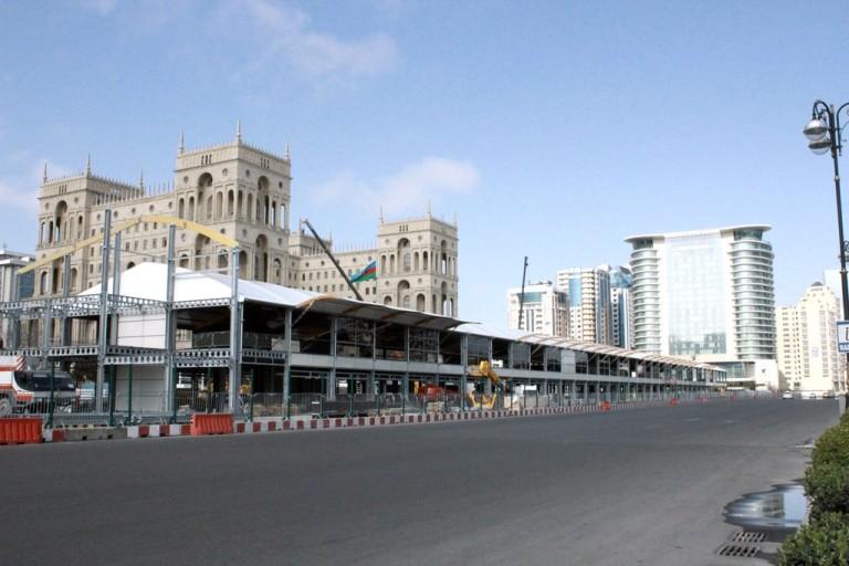 Túl szűk lesz a pálya Bakuban?! A világ legjobb versenyzői, oldják meg!