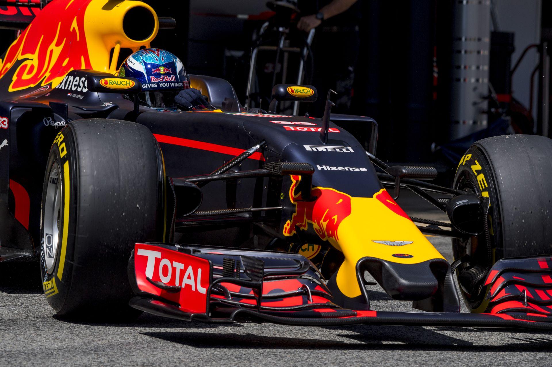 Mintha Verstappennek idő kellene, hogy hozzászokjon a Red Bullhoz... Vicc!