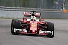 Videón Vettel zseniális startja: Hamilton összeütközött Rosberggel