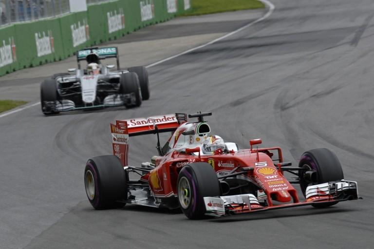 Videón, ahogy Vettel majdnem elüti a sirályokat a Ferrarival Kanadában