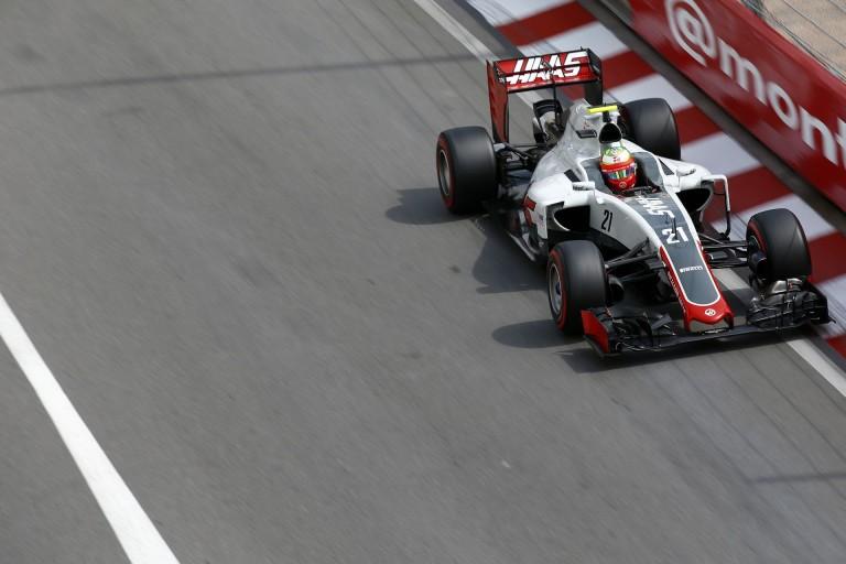 Gutierrez leborotválta a Pirelli reklámtábláját Bakuban a 8-as kanyarban