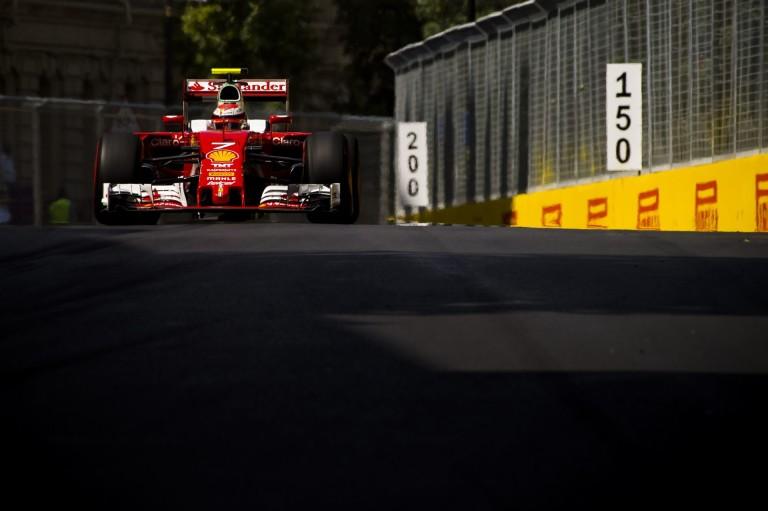 Videón az eset, amiért Räikkönen büntetést kapott Bakuban!