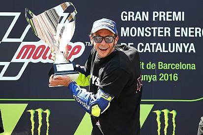 MotoGP Catalunya: Rossi kalahkan Marquez, Lorenzo terjatuh