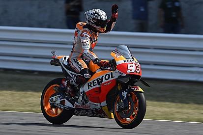 Marquez se pone al frente con Lorenzo a una décima; Rossi, octavo