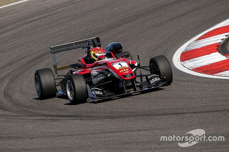 Stroll vence provas do sábado em Nurburgring