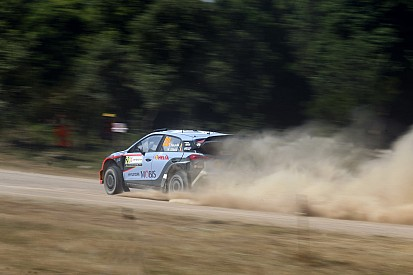 WRC Italia: Neuville masih memimpin, Mikkelsen dan Ostberg bermasalah