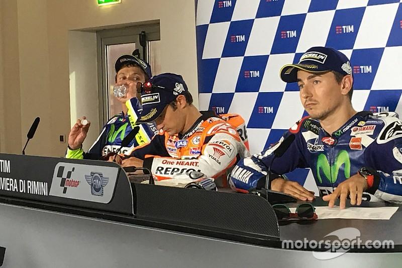 Rossi y Lorenzo discuten en la rueda de prensa