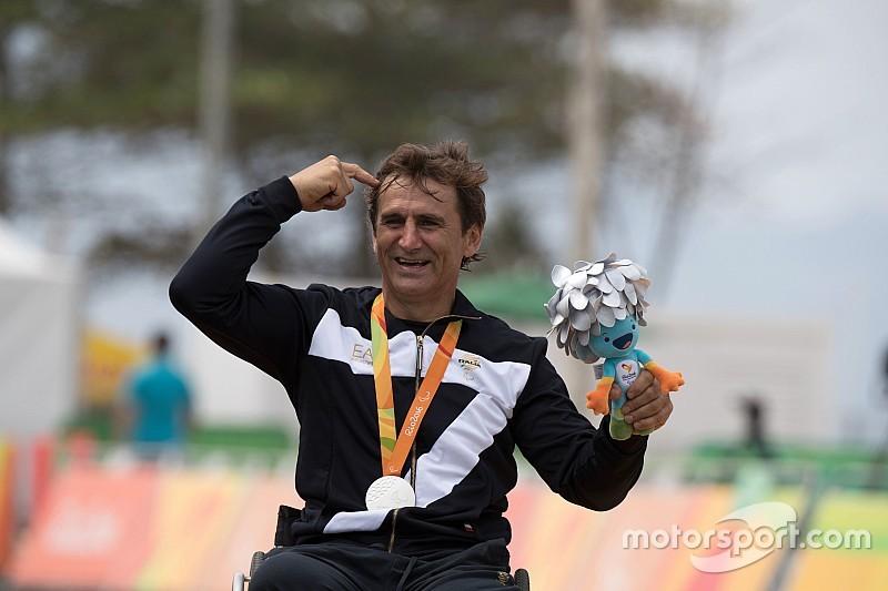 15 anos após acidente, Zanardi conquista prata no Rio