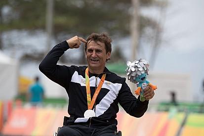15 años después de su accidente, Zanardi ganó otra medalla en Río