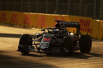 """Alonso: """"Hay que intentar batir a Williams y Force India"""""""