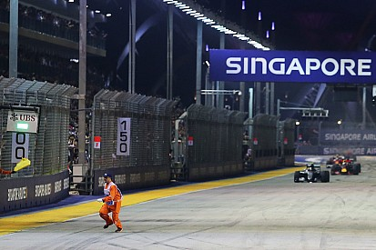 FIA начала расследование инцидента с появлением маршала на трассе