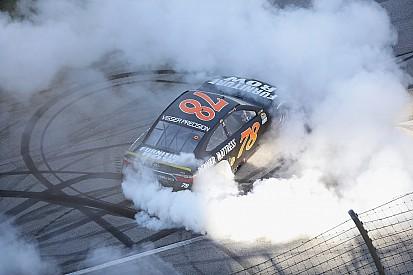 NASCAR-Rennsieger Martin Truex Jr. fällt wieder durch technische Nachkontrolle