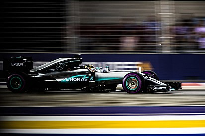 Mercedes pilotları Singapur'da fren sorunu yaşamamış