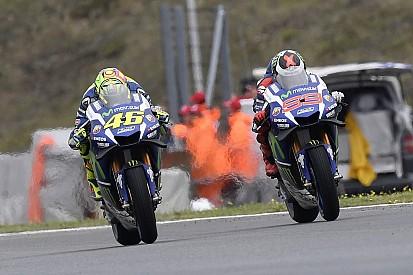 ロレンソ、ロッシのオーバーテイクに対する見解を変えず。チームメイト同士の対立継続