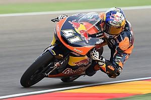 Moto3 Raceverslag Binder pakt Moto3-titel met P2 in Aragon, achter Navarro