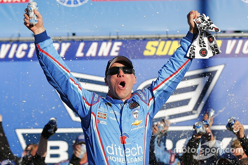 Harvick passa il turno nella Chase vincendo in New Hampshire