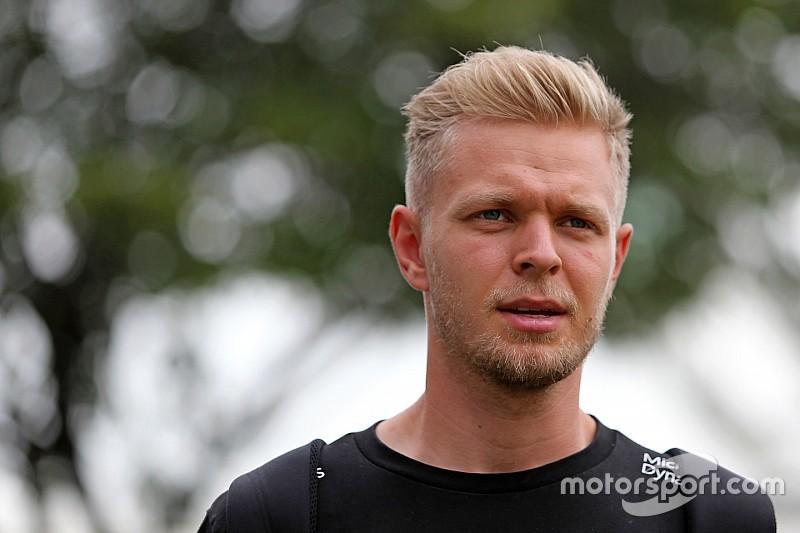 Magnussen se impacienta con su futuro