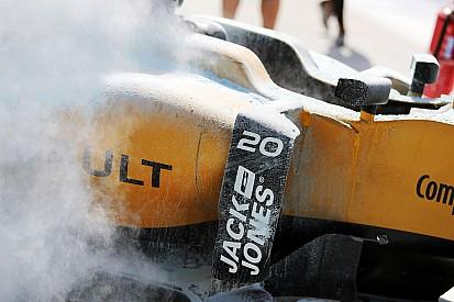Mobil Magnussen terbakar, sesi latihan sempat tertunda