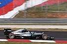 Formel 1 in Sepang: Mercedes im Training 1 Sekunde vor Ferrari