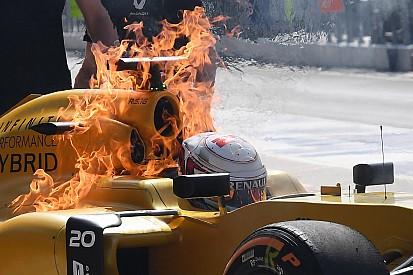 Bildergalerie: Feuer am Formel-1-Auto von Kevin Magnussen