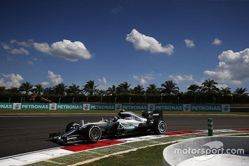 """Rosberg: """"Dacht dat het gedaan was na de eerste bocht"""""""