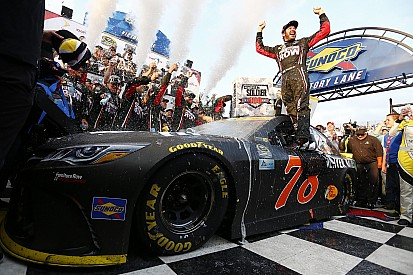 Secondo centro nella Chase for the Cup per Martin Truex Jr a Dover