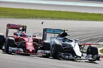 Raikkonen perdió tres décimas por vuelta tras el toque de Rosberg
