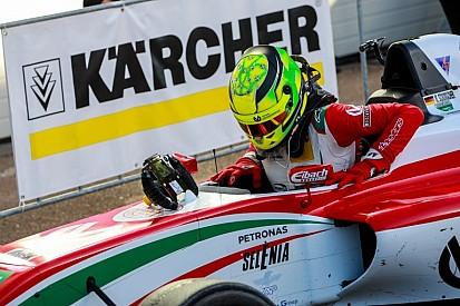Mick Schumacher harmadik lett az esős első futamon