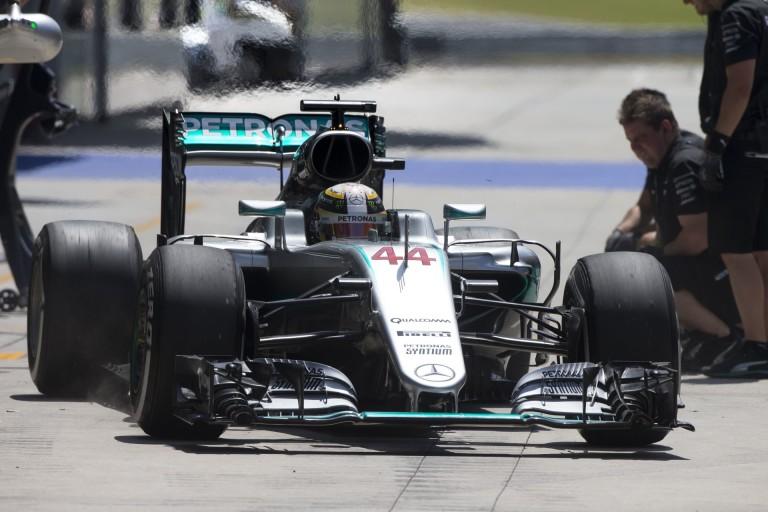 Hamilton visszatért, és kiütötte Rosberget az időmérőn: Verstappen lett a harmadik