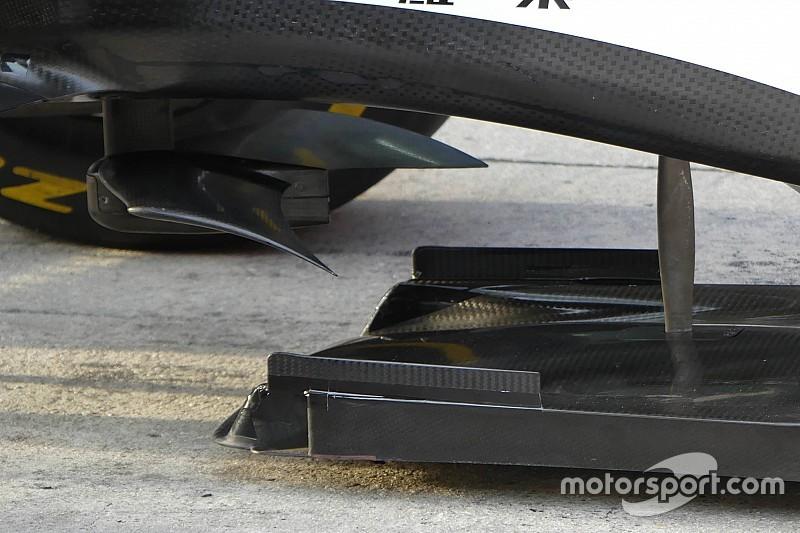 """A Ferrari lassan Batmobillá alakul: íme a """"denevérszárny"""" a karosszéria alján!"""