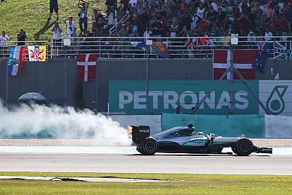 Yorum: Hamilton'ın Malezya'da yarış dışı kalması sabotaj mıydı?
