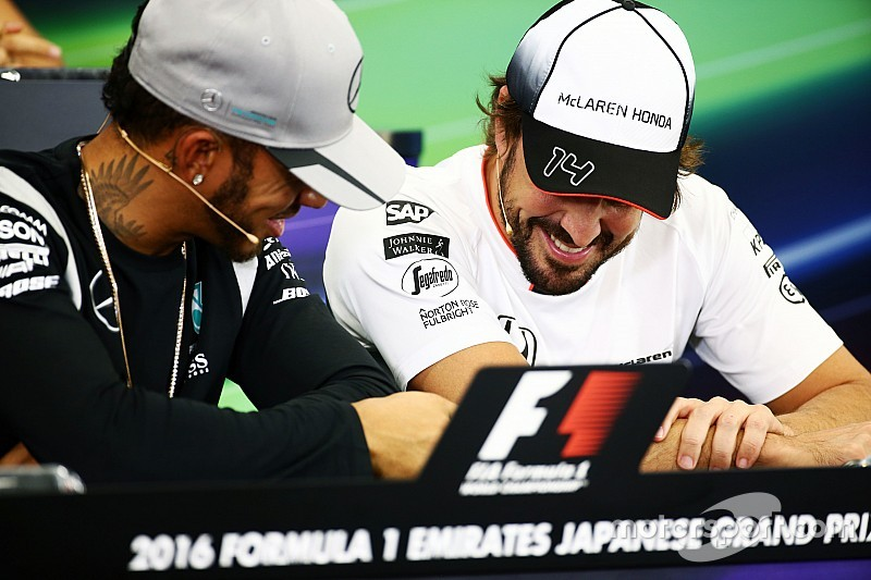 """Hamilton défend son attitude """"fun"""" en conférence de presse"""