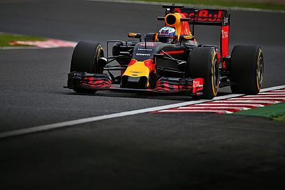 """Ricciardo gefrustreerd: """"We geven gratis rondetijd weg"""""""