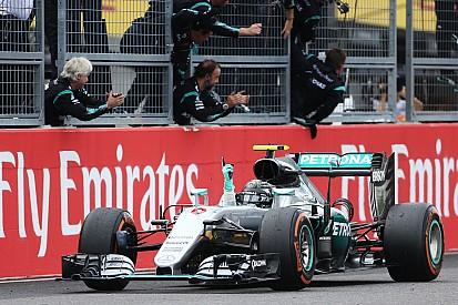 Rosberg wint in Japan, Verstappen verslaat Hamilton voor tweede plek