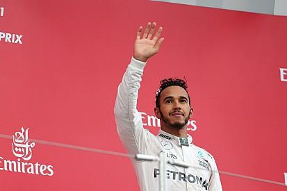 Verstappen hogy szívatta a végén Hamiltont? 19 éves, 19!