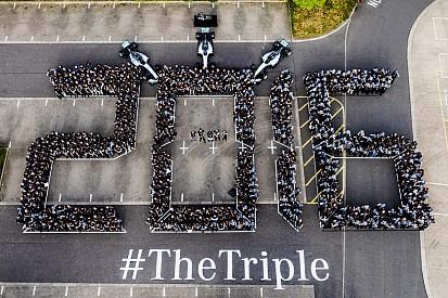 Mercedes celebra il terzo iride Costruttori a Brackley e Brixworth
