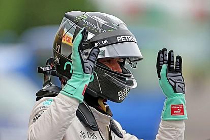 """""""A brit ezek után már a rajtnál elbukott, Rosbergig azonban majdnem eljutott."""""""