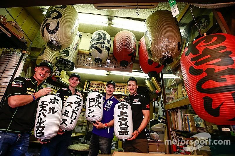 Los pilotos hacen turismo en Tokio antes de afrontar el GP de Japón