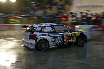 Katalonya WRC: Ogier yoğun yağış altında lider, Meeke takla attı