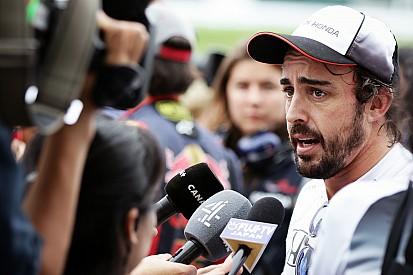 Alonso lamenta no haber podido probar los neumáticos de 2017