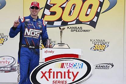 "Em prova difícil para ""Chasers"", Kyle Busch vence no Kansas"