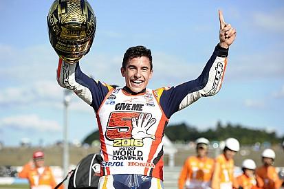 Márquez vence, vê Rossi e Lorenzo caírem e é tricampeão